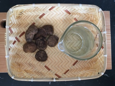 Shiitake Suppenbrühe (Shiitake Dashi) | TEMAE MISO